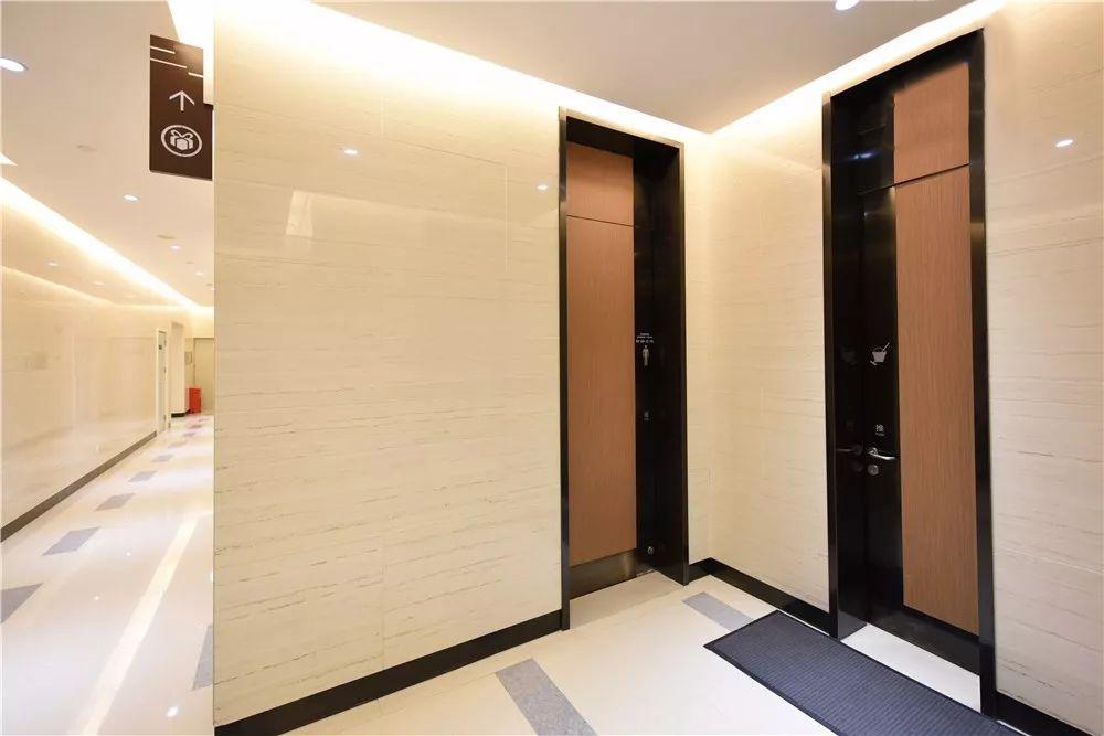 商场抗倍特墙板和卫生间隔断案例